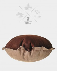 Sweet cake cushion pet bed